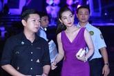 Hot girl Quỳnh Chi gợi cảm cùng chồng xem show Vân Sơn