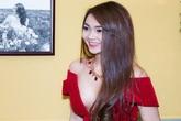 Minh Hằng váy hở táo bạo đi dự tiệc cuối năm của Lý Nhã Kỳ