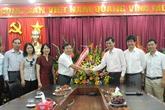 Tổng cục trưởng Tổng cục DS-KHHGĐ chúc mừng Báo GĐ&XH nhân ngày 21/6