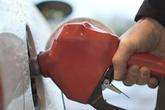 Giá xăng giảm 310 đồng/lít