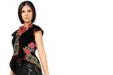 HH Ngọc Hân bí ẩn và quyến rũ trong thời trang từ thổ cẩm người H'Mong