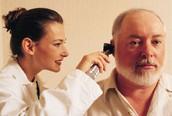 Bệnh điếc ở người già và những điều cần biết