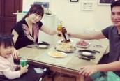 Cuộc sống bên vợ đẹp con xinh của BTV Quốc Khánh lúc không lên sóng