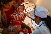 """Không tiêm vắc xin để trẻ """"thuận tự nhiên"""" là có tội với chính con bạn"""