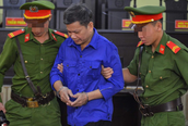 Xử vụ gian lận điểm thi tại Sơn La: Toà yêu cầu dẫn giải cựu cán bộ Công an tỉnh