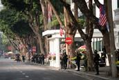 Trước giờ Tổng thống Trump và Chủ tịch Kim gặp nhau ăn tối tại Metropole, an ninh được thắt chặt