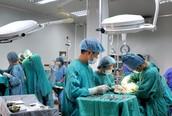 Bệnh viện không dùng mũ trùm đầu, bọc giầy... bằng ni lông khó phân hủy