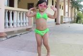 Bé Bảo Anh sành điệu với bikini
