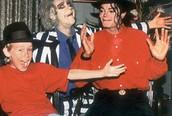 """Cậu bé """"Ở nhà một mình"""": Không phải là bố của con trai Michael Jackson"""
