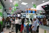 Mediamart gây 'chấn động' với đợt xả hàng đầu năm