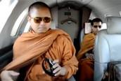 """Khám phá những góc khuất """"quái đản"""" của các nhà sư Thái Lan"""