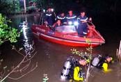 Gia đình sơ ý, bé gái 18 tháng tuổi rơi xuống sông mất tích