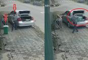 Truy tìm người đàn ông đi ô tô 'cầm nhầm' thùng rác trên vỉa hè
