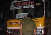 Trên đường đi làm về một phụ nữ bị xe buýt chạy cùng chiều đâm tử vong