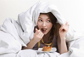 Có thật là ăn tối muộn sau 8 giờ sẽ béo ú?