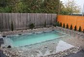 """Tự xây bể bơi thiên nhiên tuyệt đẹp, ba bố con khiến hàng xóm """"phát ghen"""""""