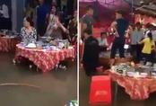 Đám cưới đặc biệt ở Việt Nam: Khách xắn quần, đứng lên ghế để ăn cưới
