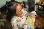 Hải Dương: Bé gái sơ sinh bị bỏ rơi trước cổng nghĩa trang liệt sĩ
