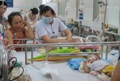Không truyền dịch cho trẻ bị sốt xuất huyết tại nhà