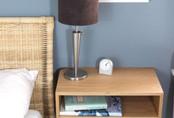 16 thiết kế bàn đầu giường cực tiện lợi, phù hợp cho mọi phòng ngủ