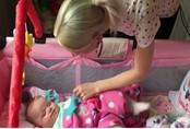 Mẹ trẻ phát hiện con gái 7 tháng tuổi bị ung thư mắt nhờ một bức ảnh