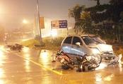Ôtô con tông liên hoàn 6 xe máy, 5 công nhân bị thương