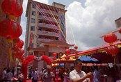 Doanh nhân hồi hương xây biệt thự 8 tầng, mở tiệc chiêu đãi cả làng