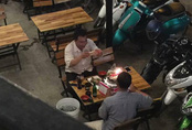 2 người đàn ông bên chiếc bánh sinh nhật và cuộc đối thoại khiến ta lặng mình