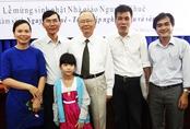 Vợ chồng bảo vệ thạc sĩ Hán Nôm đúng 10 năm ngày cưới