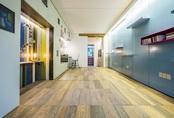 Căn hộ 30 m2 thoáng rộng nhờ giấu nội thất dưới sàn
