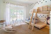 Trang trí đơn giản nhưng đây chính là phòng ngủ khiến mọi đứa trẻ mê tít