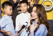 """Con trai Subeo hành động """"lạ"""" trong khi mẹ Hồ Ngọc Hà trả lời phỏng vấn"""