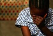 Bố đẻ cùng con trai của nhân tình thay nhau hãm hiếp bé gái 12 tuổi