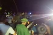 Ba tên trộm đi ôtô bị dân làng truy đuổi