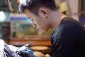 Lương thấp, một thầy giáo bỏ biên chế đi làm thợ xăm Tattoo