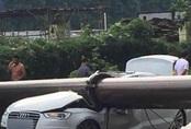 Cần cẩu đè nát xe Audi, người đàn ông sống sót kỳ diệu