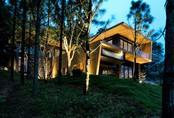 Căn biệt thự gỗ đẹp như bước ra từ phim Hàn Quốc nằm cách Hà Nội chỉ hơn 1 giờ lái xe