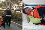 Phụ huynh Trung Quốc đánh lao công vì cản con đi vệ sinh ngoài đường