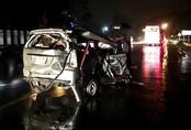 Xe Toyota biến dạng sau tai nạn liên hoàn trên quốc lộ, một người chết