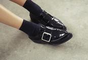 Đây chính là 4 kiểu giày loafer không thể thiếu trong tủ đồ của nàng công sở