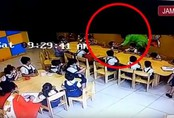 Cô giáo mầm non dán băng dính vào mồm học sinh vì nói tục