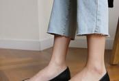 Dù là giày đế bệt hay cao gót, đây là bí kíp để chọn được đôi vừa êm chân lại nịnh dáng