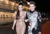 Hồng Ngọc mặc váy xẻ đến hông khi biểu diễn trên du thuyền triệu đô