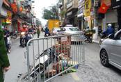 """Hà Nội: 3 cháu học sinh thoát chết hy hữu sau khi chiếc """"xe điên"""" gây tai nạn làm 2 người nhập viện"""