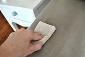 Ghế sofa, rèm cửa kiểu gì cũng sạch như mới nhờ mẹo làm sạch cực nhanh mà dễ