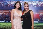 Con gái Kiều Trinh mặc hở táo bạo, được mẹ tháp tùng đến sự kiện