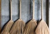 Chổi quét nhà cũng ảnh hưởng đến phong thủy, đừng tùy tiện đặt trong nhà