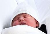 Clip: Cận mặt hoàng tử bé mới sinh của công nương Kate và hoàng tử William