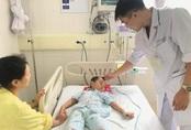 Dùng lá chữa bệnh táo bón, bé trai 4 tuổi ở Quảng Ninh nguy kịch