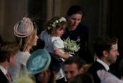 Phù dâu nhí bật khóc ngay trước khi cô dâu Meghan vào lễ đường